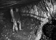 220px-Miner_underground_at_Pumsaint_gold