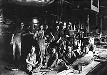 220px-Child_workers_in_Indianapolis.jpg