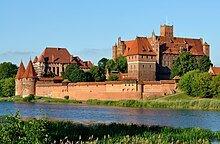 220px-Panorama_of_Malbork_Castle%2C_part