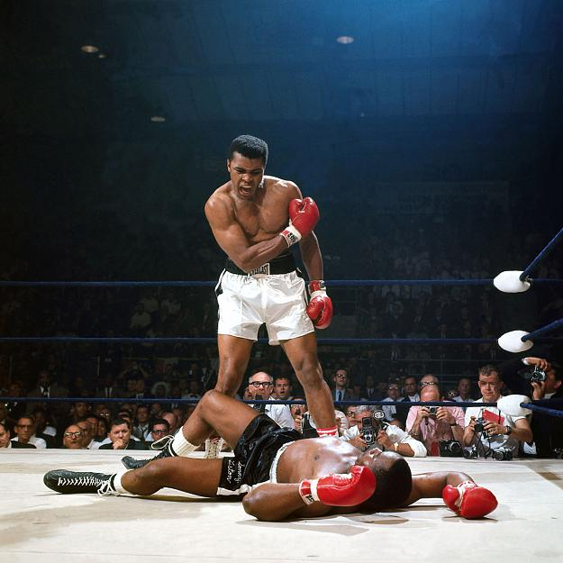 Muhammad-Ali-coaxing-Sonny-Liston.jpg.ba74f570c6dd59a443228e007a4d3896.jpg